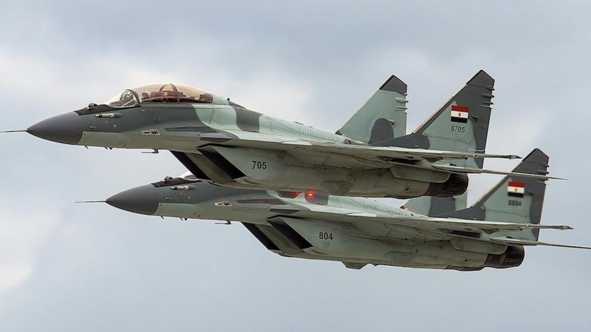 Mısır ve Pakistan hava kuvvetleri ortak askeri tatbikat başlattı