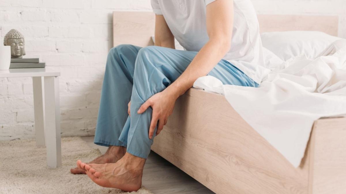 """Huzursuz bacak sendromu belirtileri nelerdir"""" Huzursuz bacak sendromu nedir, nasıl geçer"""""""