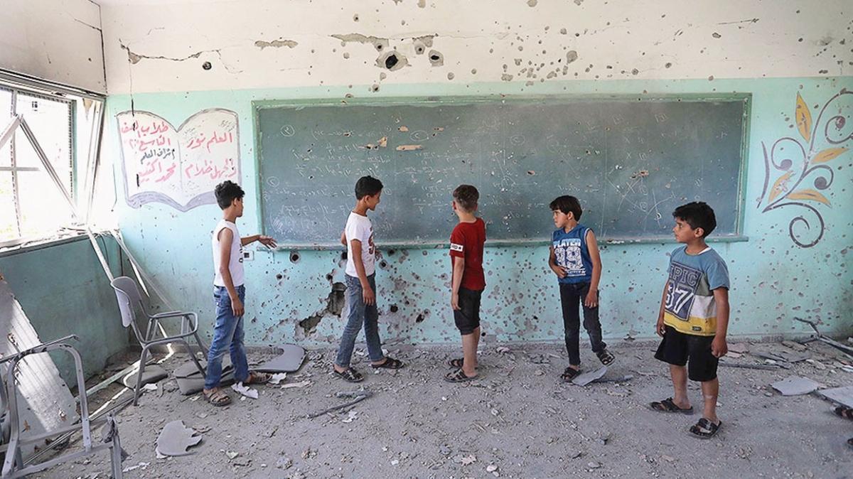 Gazze'de 187 okul bombalarla yıkıldı