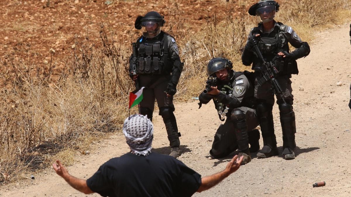 İsrail askerleri Filistinlilerin Batı Şeria'daki gösterilerine saldırdı