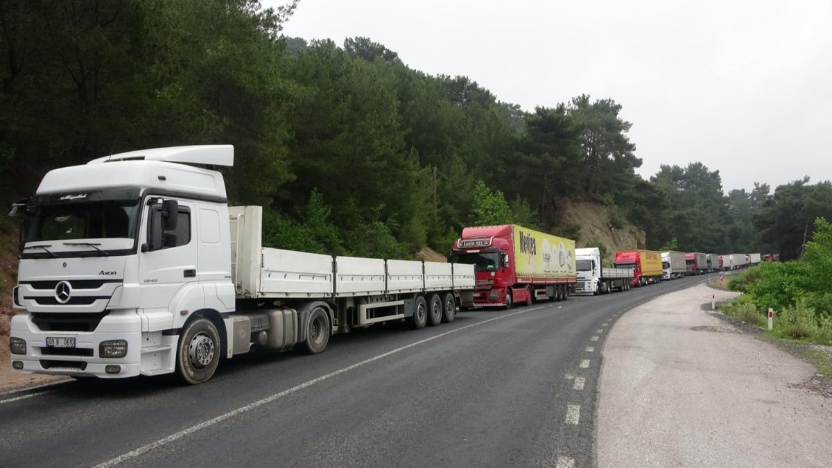 Son dakika haberi: Çanakkale-İzmir yolu trafiğe kapandı