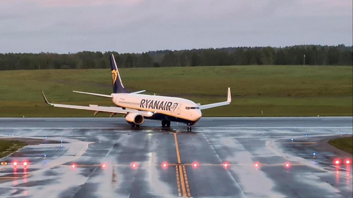 Ukrayna yarından itibaren Belarus uçaklarına hava sahasını kapatıyor