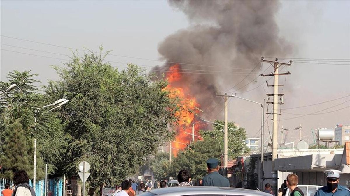 Afganistan'da okul aracına bombalı saldırı... 4 kişi yaşamını yitirdi