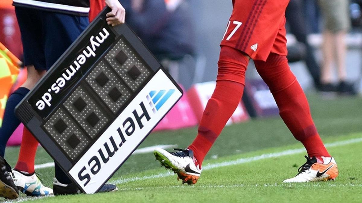 Futbolda 5 oyuncu değişikliği kuralı devam edecek