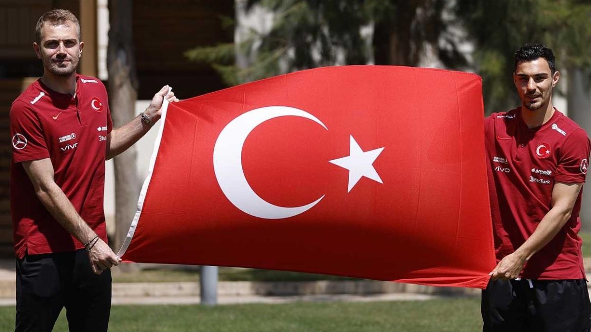 Kaan Ayhan ve Mert Günok'un tek hedefi EURO2020