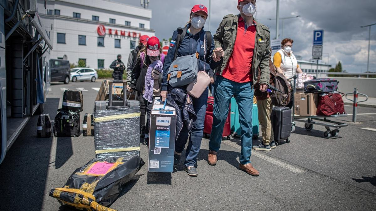 Rus diplomatlar sınır dışı edildi