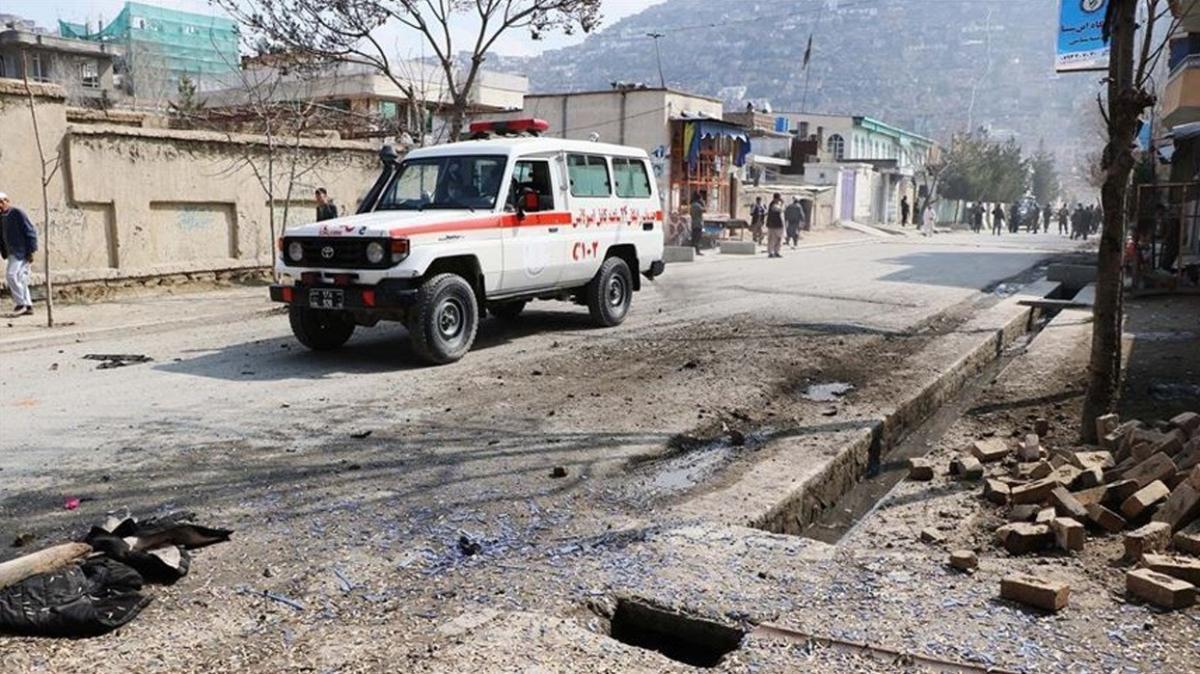 Afganistan'da bombalı saldırı... 6 güvenlik görevlisi hayatını kaybetti
