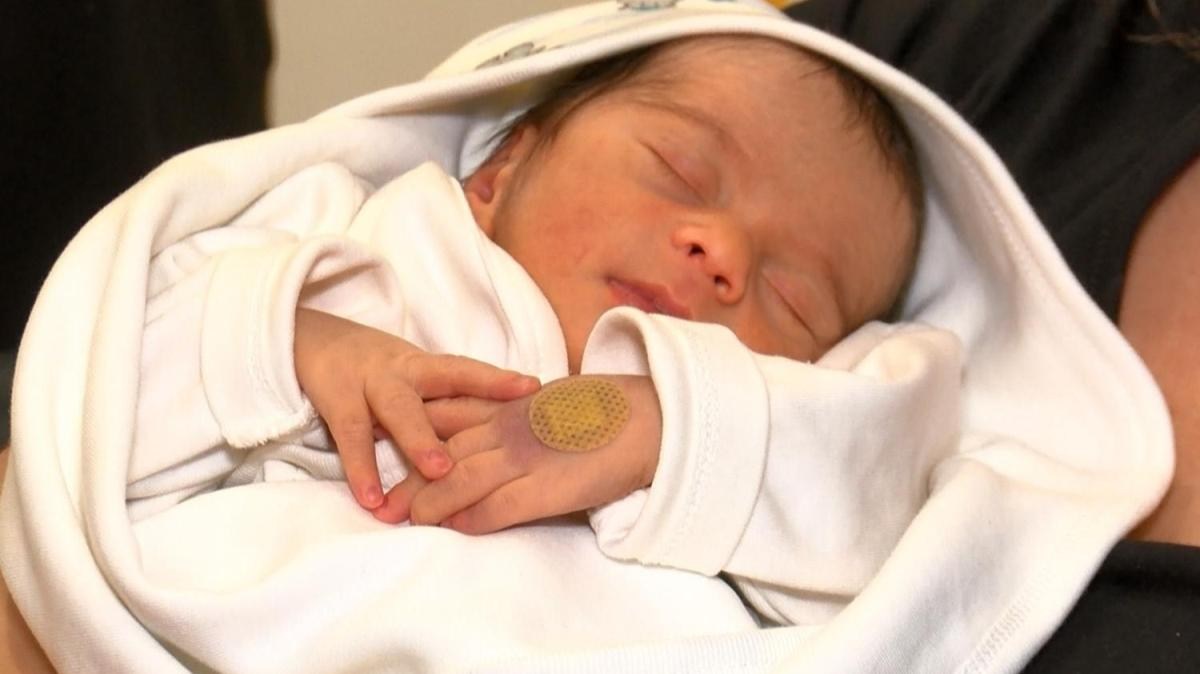 Ünlü oyuncu Ekşioğlu'nun 'mucize' bebeği Asil dünyaya geldi
