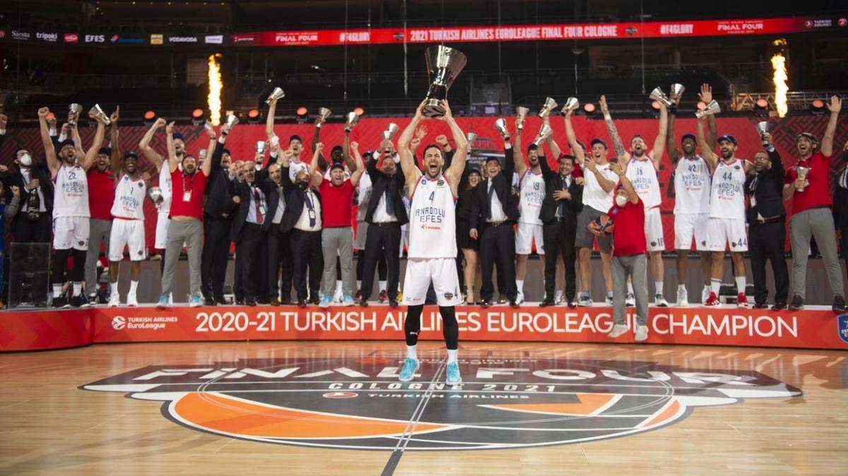 Bakanlardan THY Avrupa Ligi şampiyonu Anadolu Efes'e tebrik