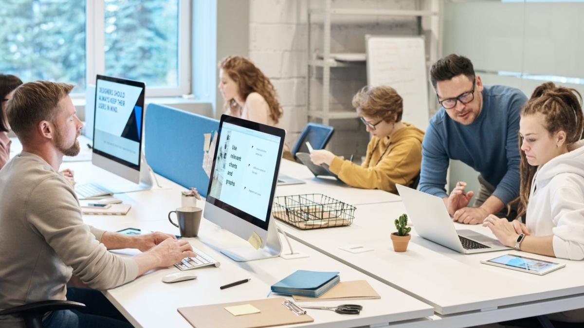 Ofiste çalışmak kas hastalıklarına neden oluyor! Uzmanından tavsiyeler