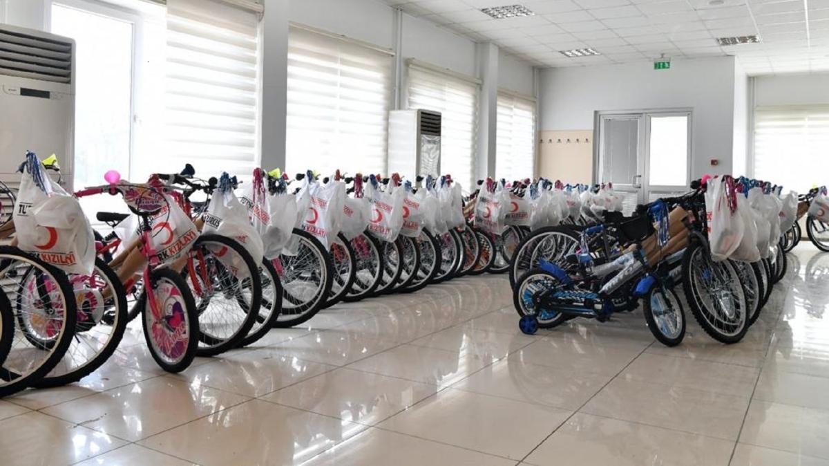 Ankara'da 300 çocuğa bisiklet dağıtıldı