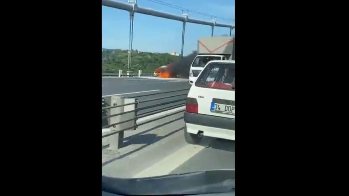 FSM Köprüsü'nde bir araç yandı