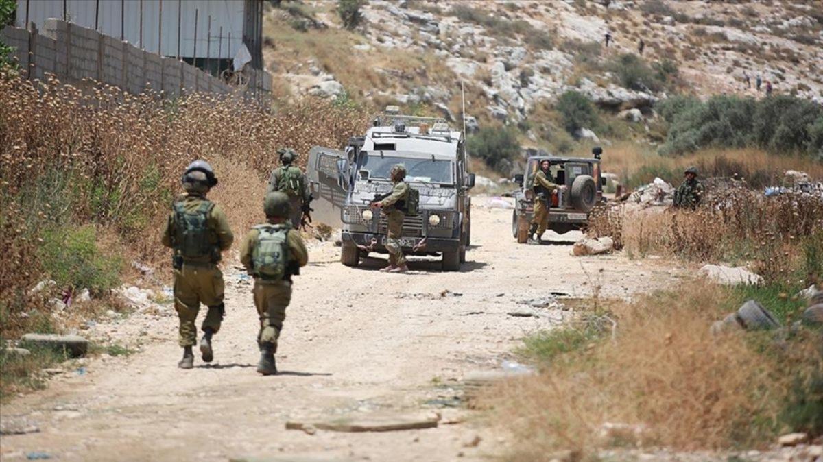 İsrail askerleri 1'i ağır 20 Filistinliyi yaraladı