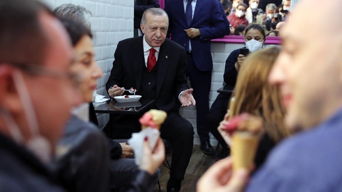 Başkan Erdoğan Çengelköy'de vatandaşlarla dondurma yedi