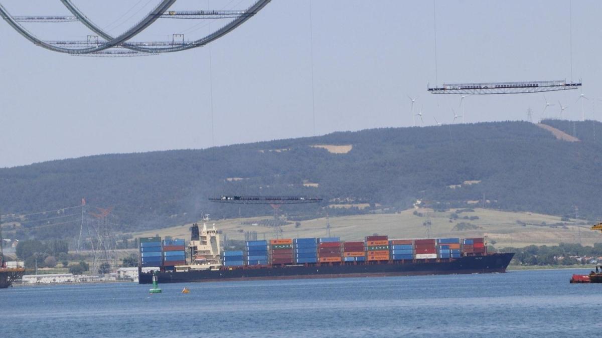Çanakkale Boğazı, transit gemi geçişlerine tek yönlü kapatıldı