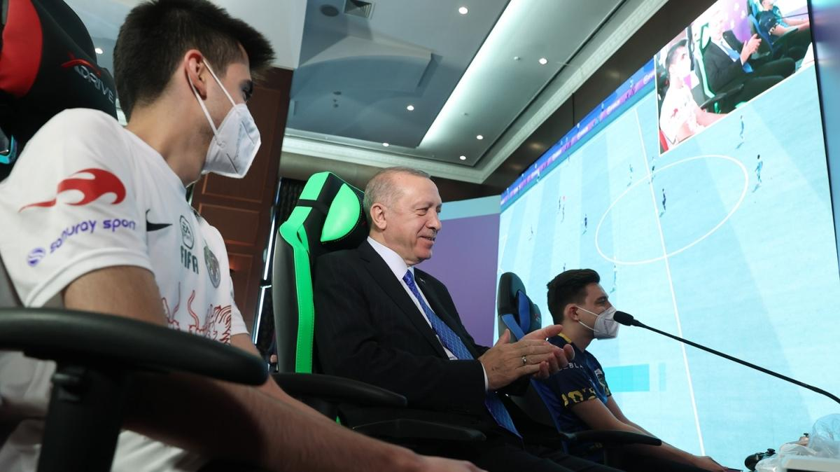 Başkan Recep Tayyip Erdoğan, e-Spor finalinde gençlerle bir araya geldi