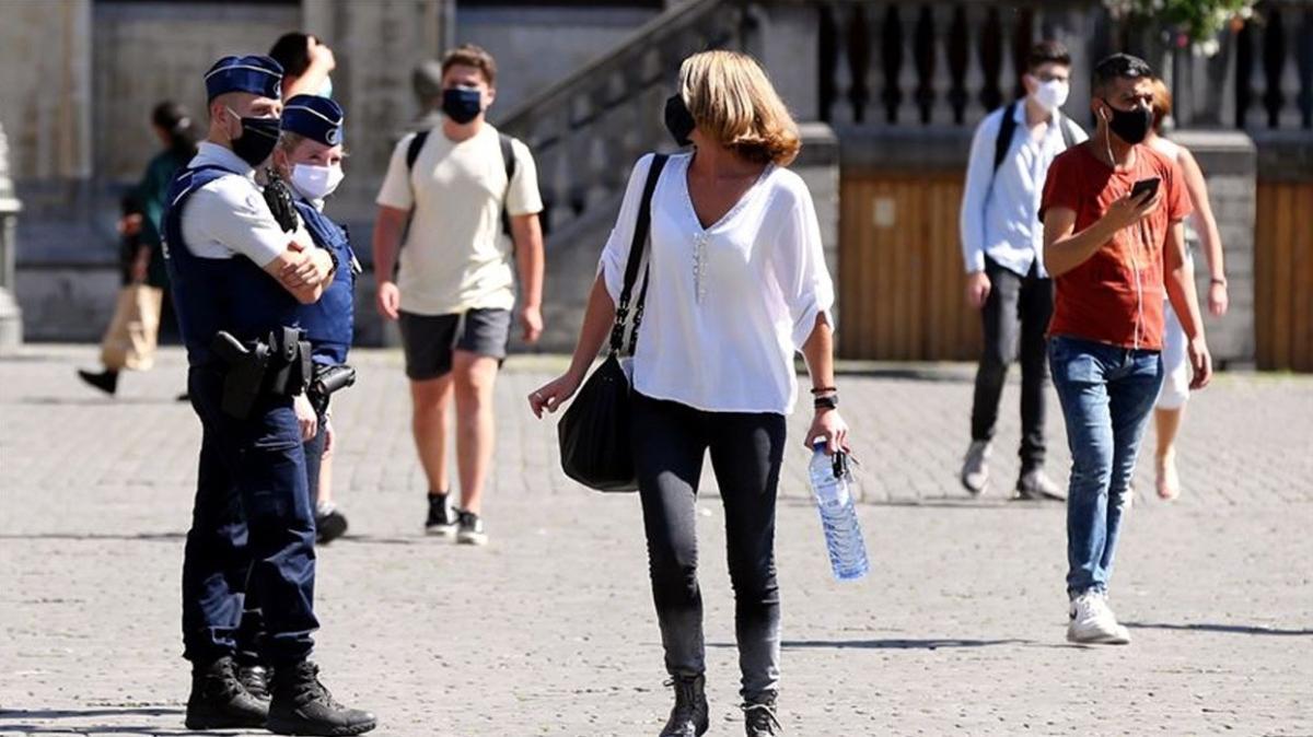 Brüksel'de açık havada maske takma zorunluluğu kalkıyor