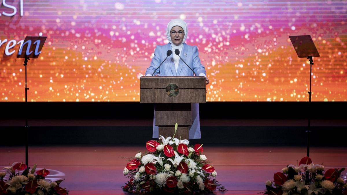 """Emine Erdoğan, """"2021 Vakıf İyilik Ödülleri""""ni verdi"""