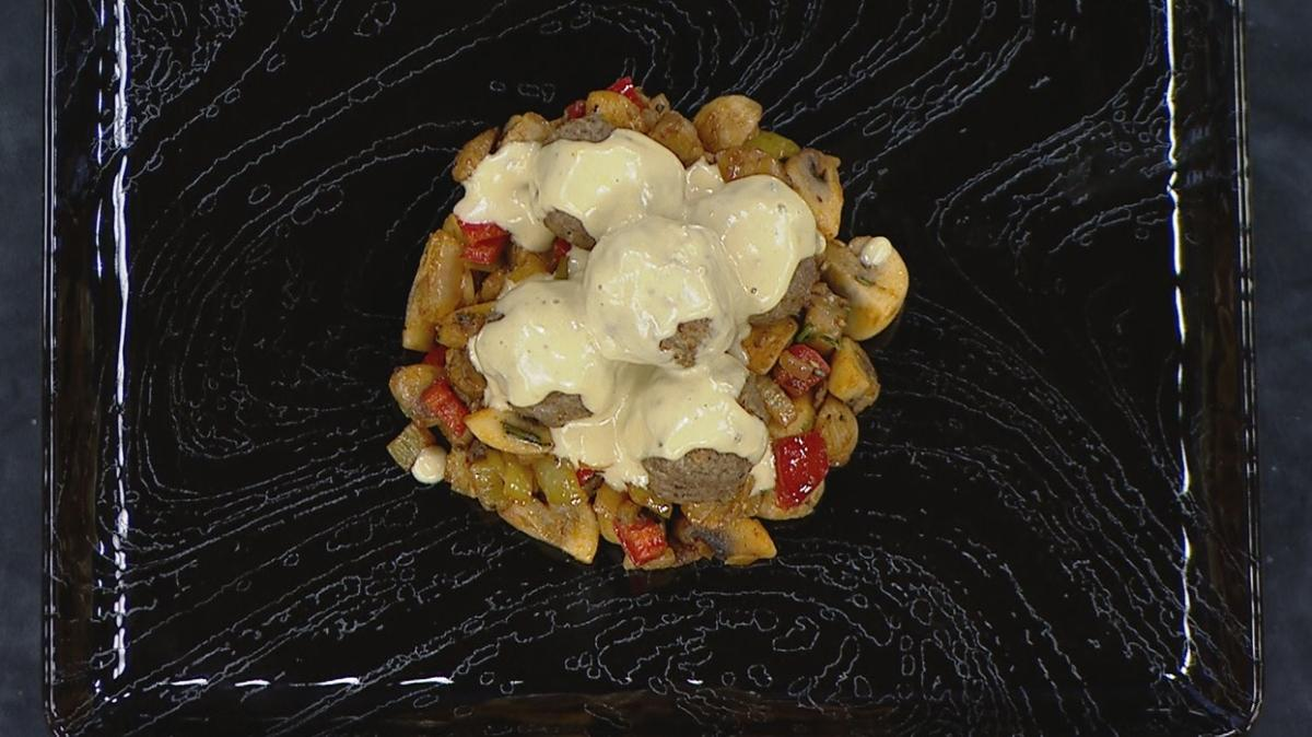 Farklı yemek tarifi arayanlara özel lezzet: Krema soslu köfte ve mantar sote