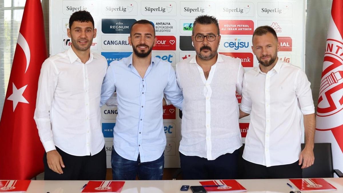 Antalyaspor; Hakan Özmert, Veysel Sarı ve Eren Albayrak'la yeni sözleşme imzaladı