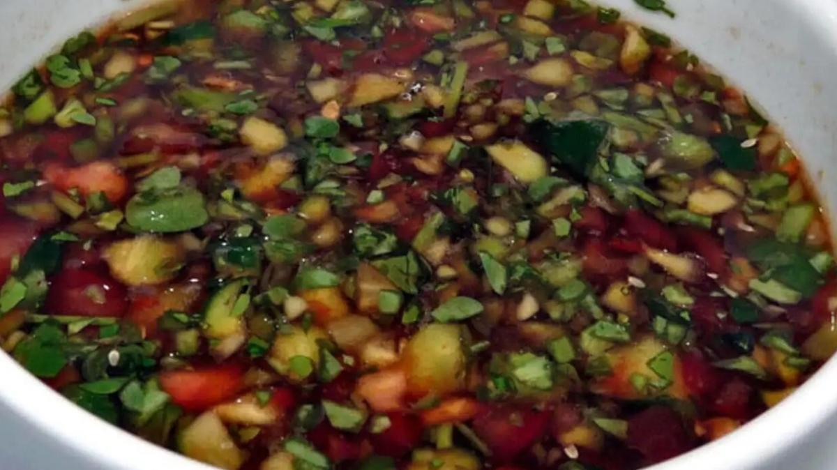 Buzla servis edilen bostana salatası tarifi! Tam bir yaz salatası