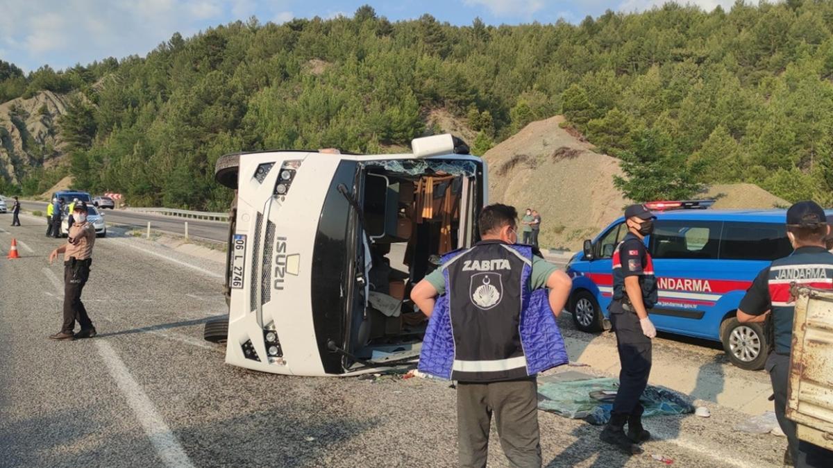 Denizli'de midibüs devrildi: 25 kişi yaralandı