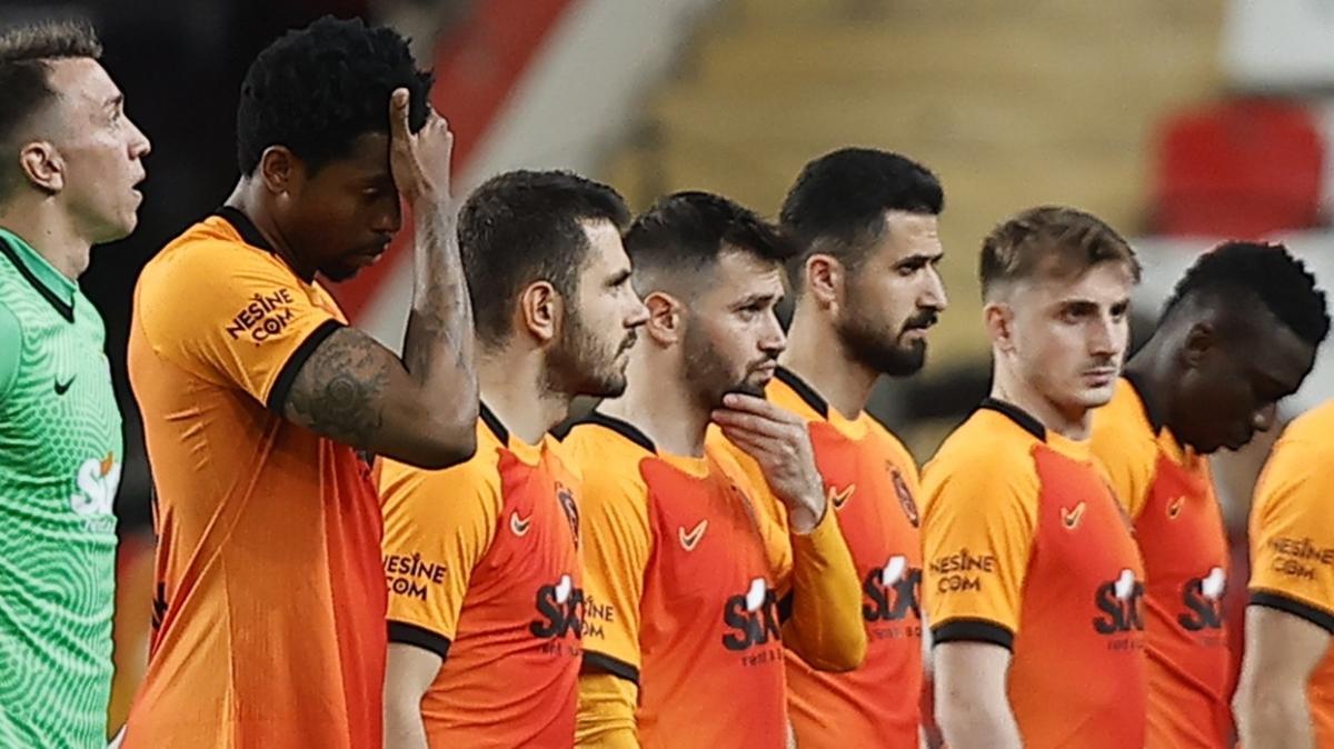Galatasaray, Ömer Bayram ile 3 yıllık yeni sözleşme imzaladı