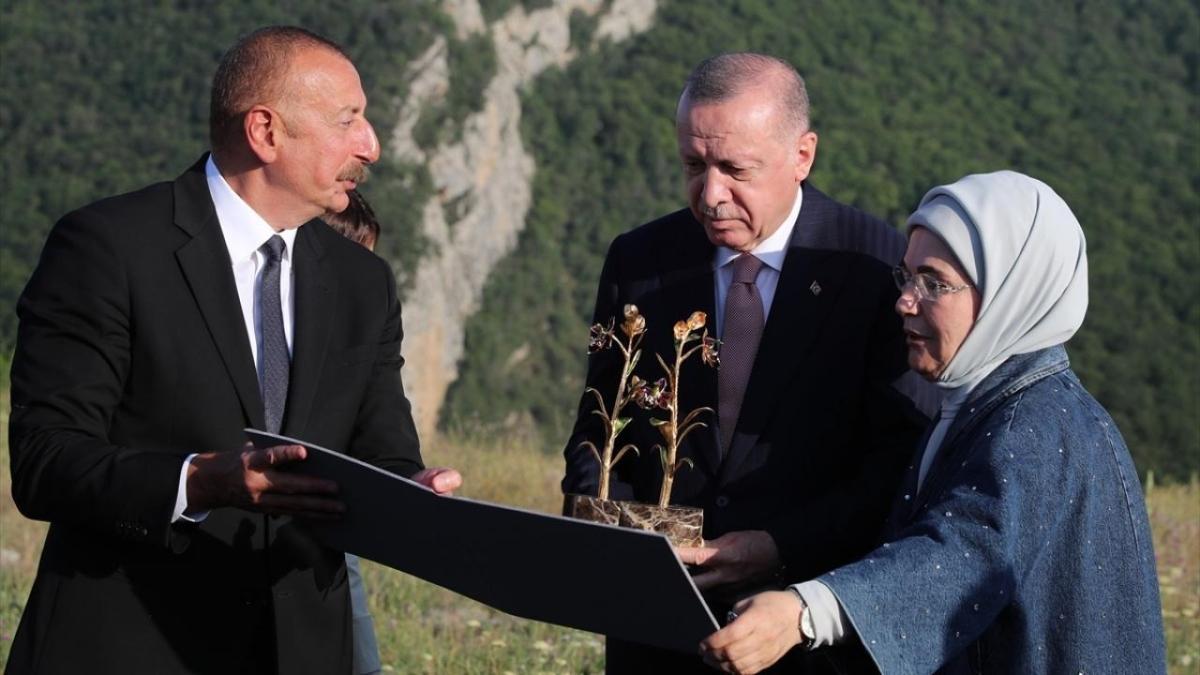 Başkan Erdoğan, Şuşa'da tarihi yerleri gezdi