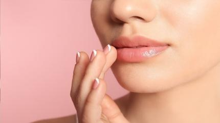 Ameliyatsız dolgun dudaklar için bunları mutlaka deneyin