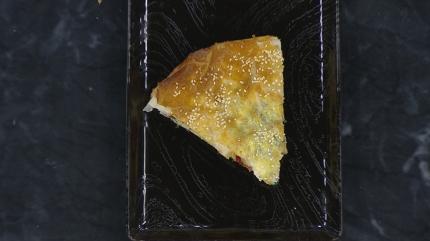 Baklava yufkasında pırasalı börek tarifi! Pırasalı böreğin püf noktası