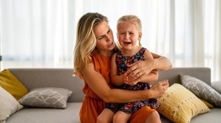 Annesinden hiç ayrılmak istemeyen çocuklara nasıl davranılmalı?