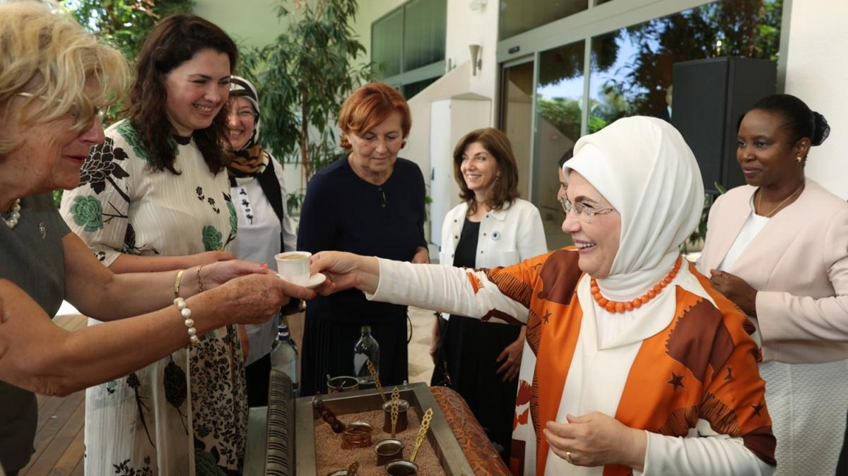 """Emine Erdoğan: """"En temel meselemiz olmalı"""""""