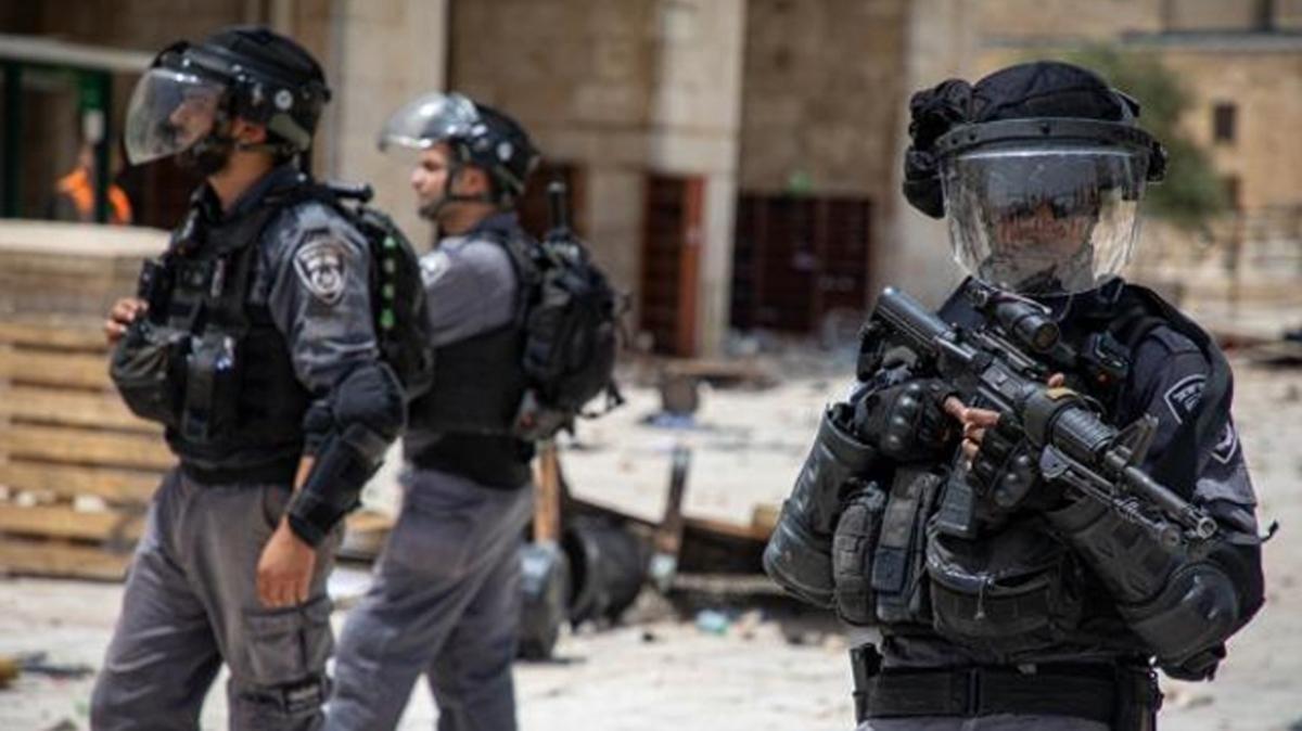 İsrail polisi Mescid-i Aksa'da, Filistinlilere müdahale etti