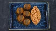 Yenidünya kebabı ve yanında nefis domatesli pilav tarifi
