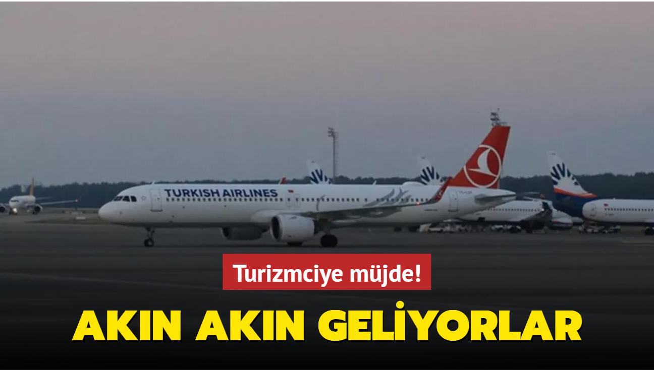 44 uçak iniş yapacak: Antalya'ya ilk Rus turist kafilesi geldi