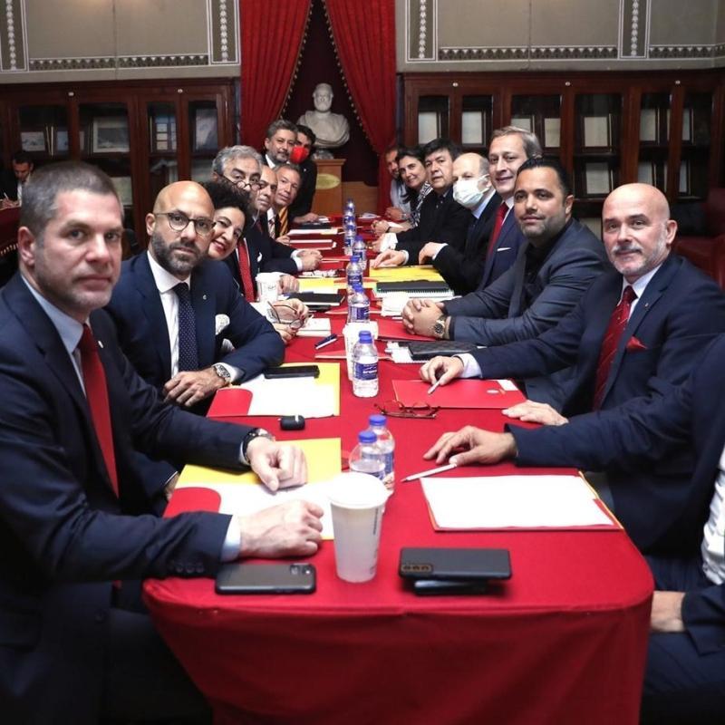 Galatasaray'da yeni yönetim Lise'de toplandı