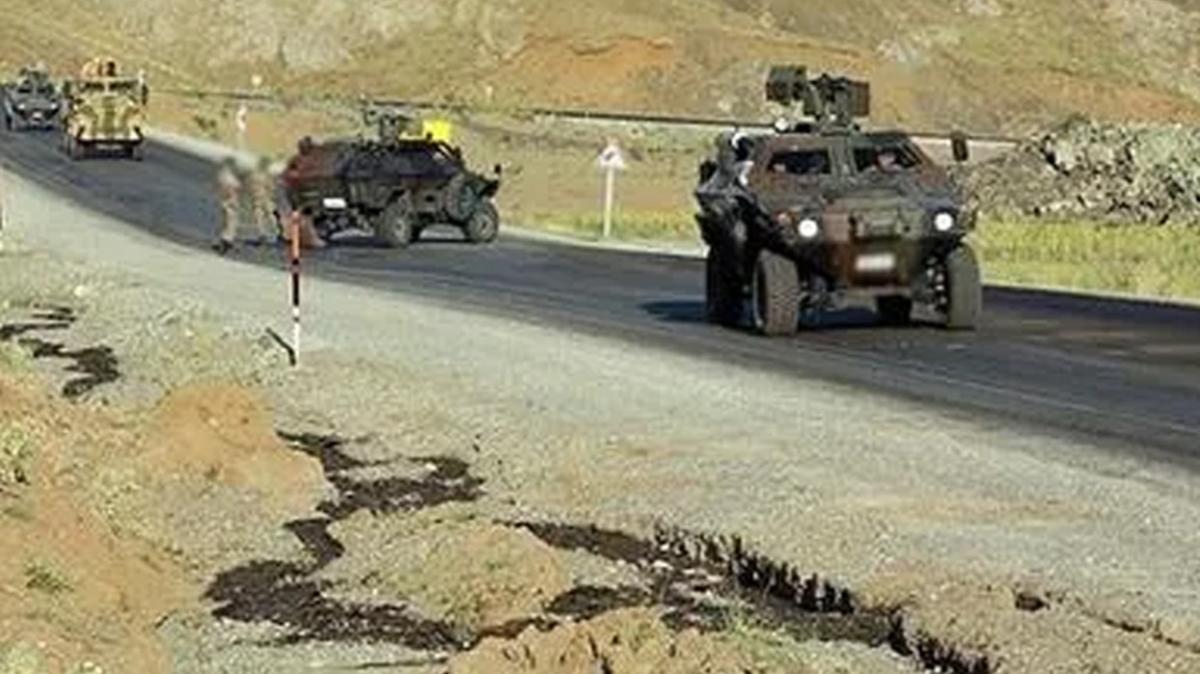 Mardin'de teröristlerden askeri araca saldırı