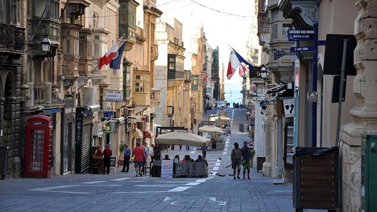 Malta, koronavirüse karşı aşılamasını tamamlamayanlara sınırlarını kapatma kararı aldı