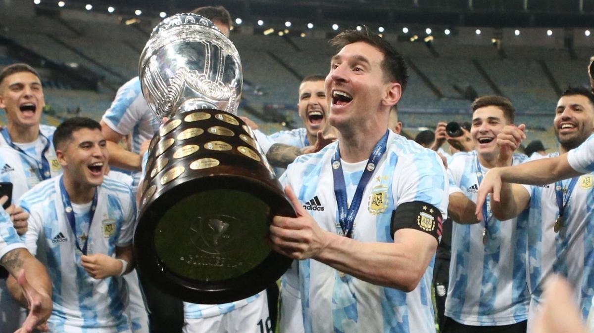 Lionel Messi'nin kupalı pozu rekor beğeniye ulaştı