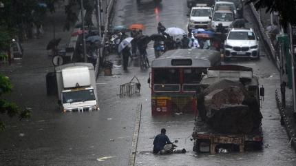 Hindistan'daki sellerde bilanço yükseliyor