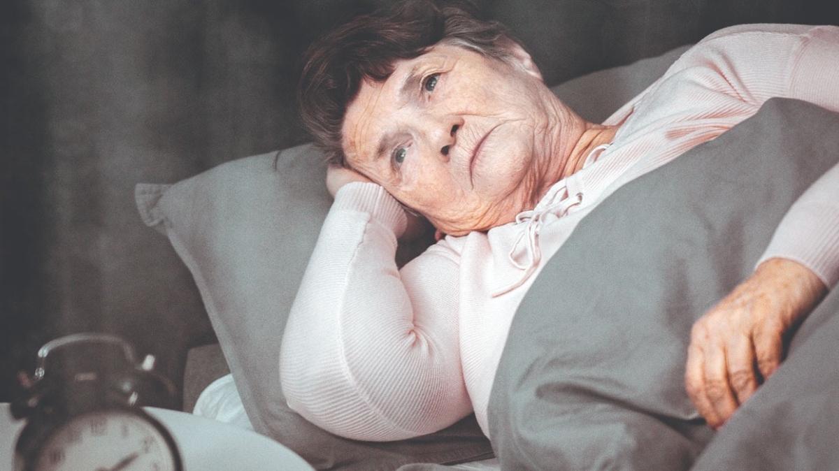 """Alzheimer hastalarının uyku sorunları nasıl çözümlenir"""""""