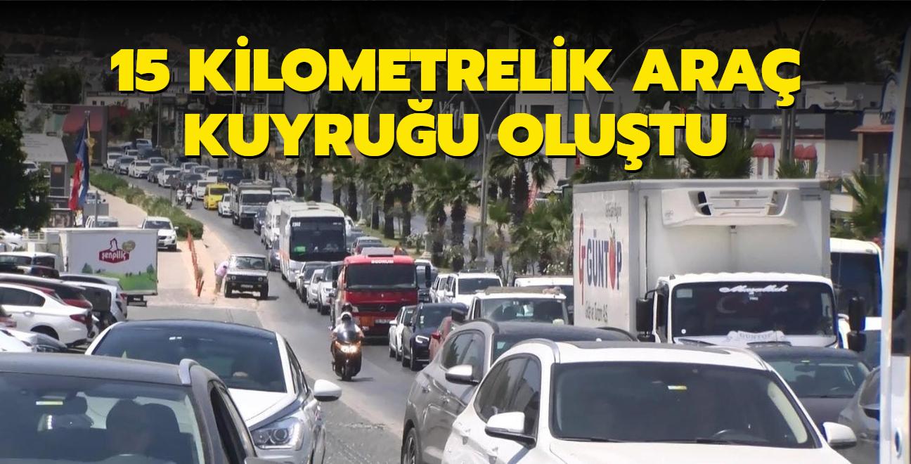 24 saate 70 bin araç çıktı: 15 kilometrelik araç kuyruğu oluştu