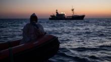 Libya açıklarında düzensiz göçmenleri taşıyan bot battı... Çok sayıda ölü var
