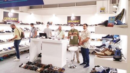 Ayakkabıcılara yabancı ilgisi