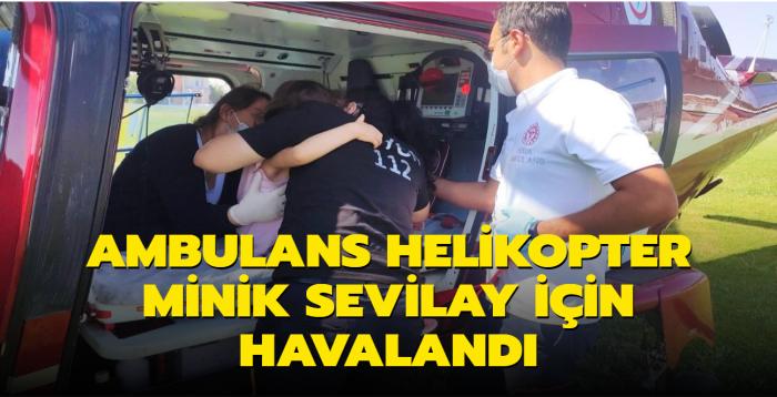 Boğazına madeni para kaçtı, ambulans helikopterle kurtarıldı