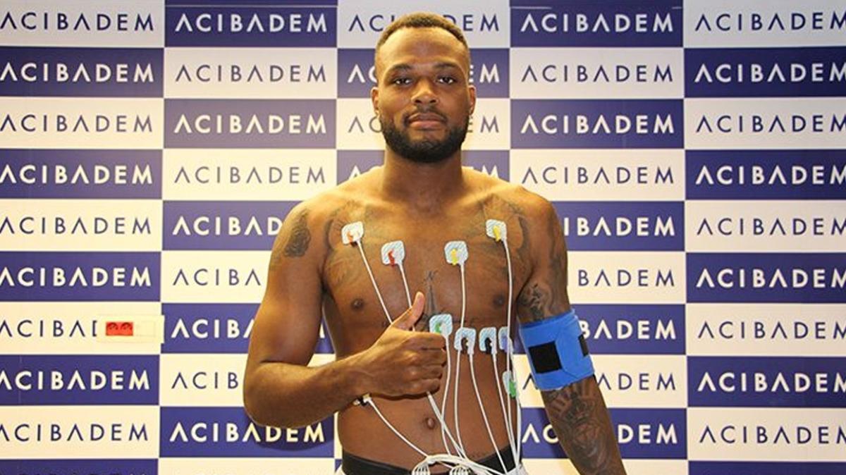 Beşiktaş'ta Cyle Larin sağlık kontrolünden geçti