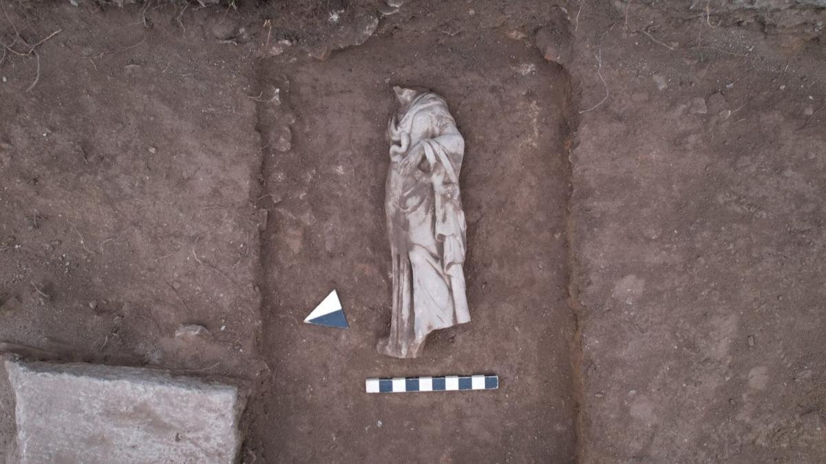 """Kütahya'daki Aizanoi Antik Kenti'nde """"Hygieia heykeli"""" bulundu"""