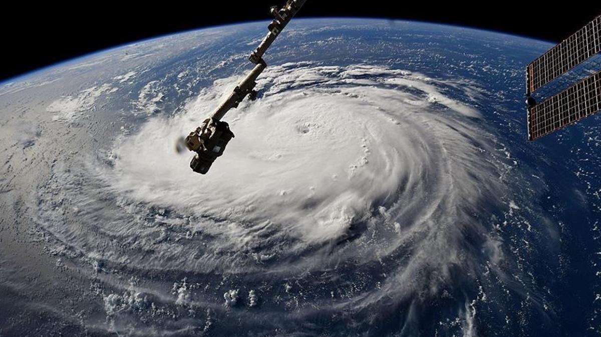 Henri Kasırgası Atlantik Okyanusunda... ABD'ye doğru ilerliyor