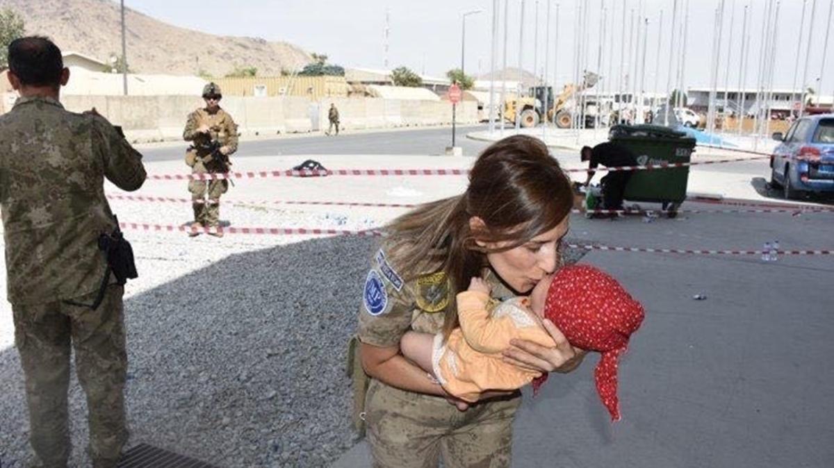 Mehmetçik Kabil'de çocuklara yardım eli uzatıyor