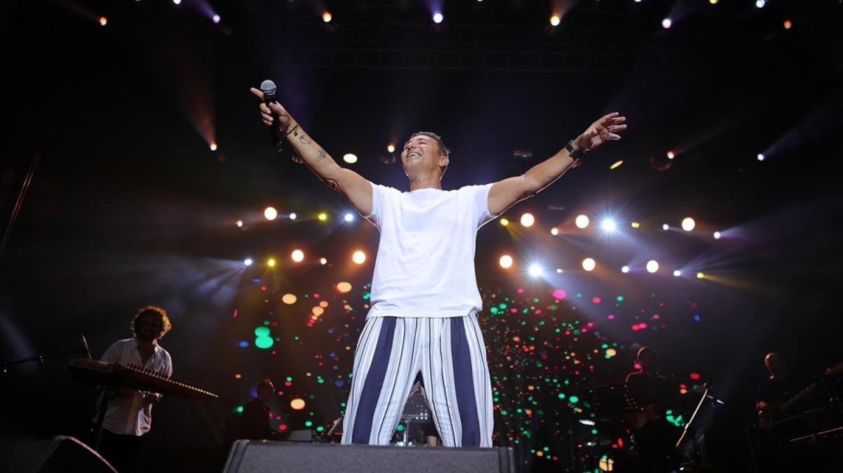 Mustafa Sandal, Kuruçeşme Arena'da konser verdi